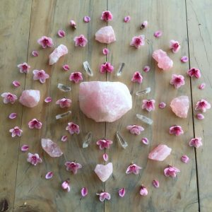 Rose Quartz and pink flowers Rose quartz grid